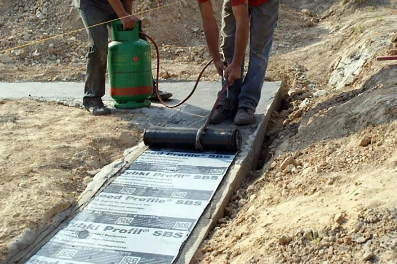 Горизонтальный слой гидроизоляции для фундамента
