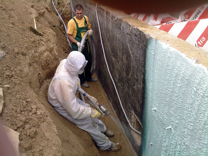 Пенополиуретан на подземной части фундамента