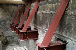 Один из вариантов, как усилить фундамент здания
