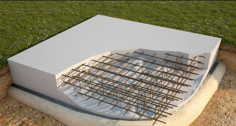 В качестве фундамента могут использоваться дорожные плиты, покрытые сверху специальной выравнивающей стяжкой из цемента или бетона.