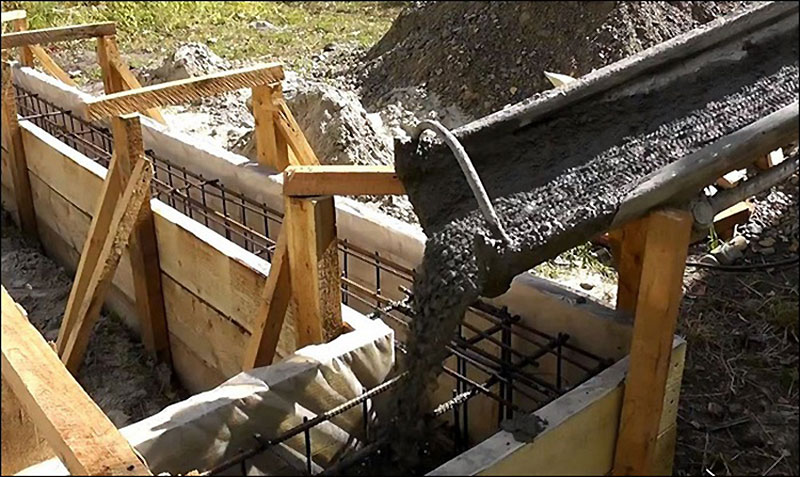 Заливка бетона через желоба