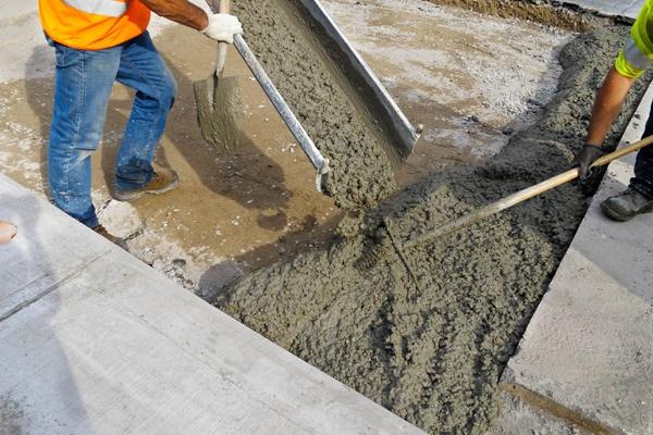 Важно соблюсти правильное количество цемента (зависеть может от марки), песка, воды и щебня.