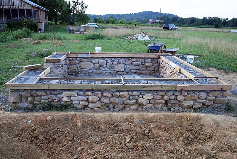 Бутобетонный фундамент с подготовкой к гидроизоляции