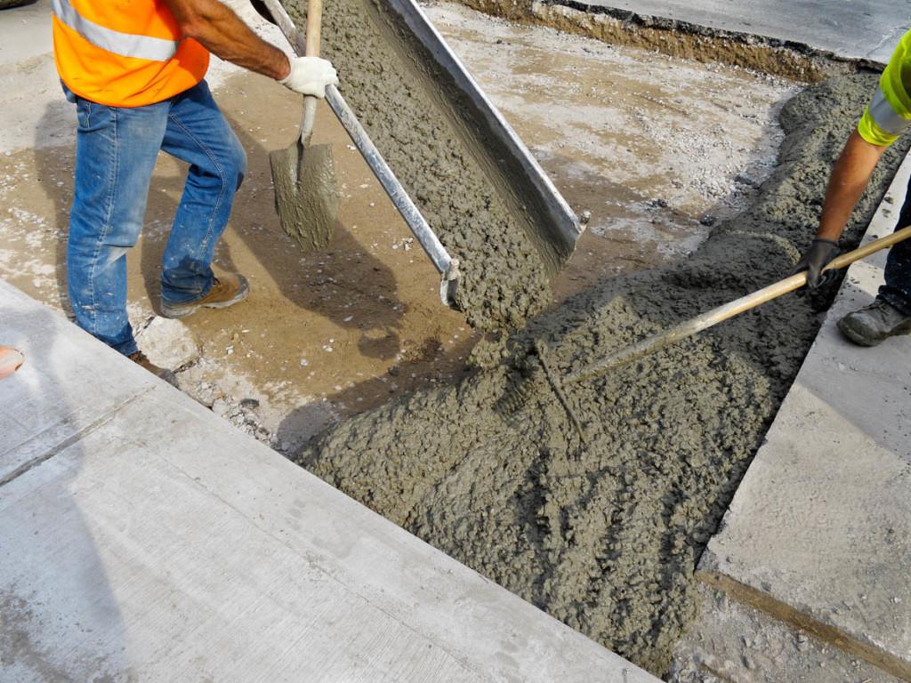 Процесс укладки бетона.