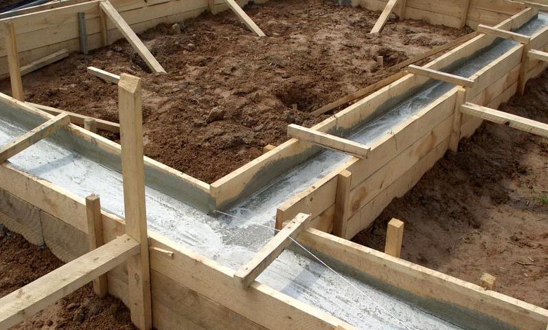 Так выглядит ленточный фундамент, залитый бетоном