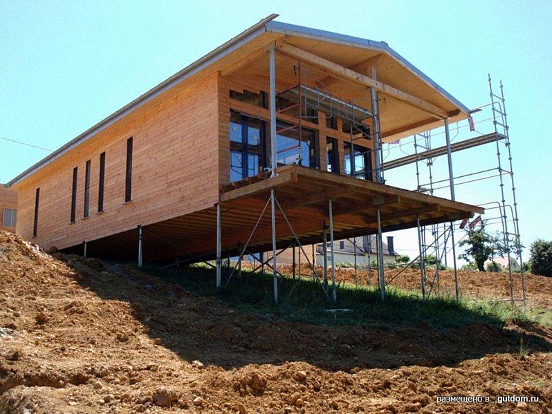 Пример дома на склоне