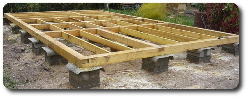 Фундамент из деревянных шпал на столбах
