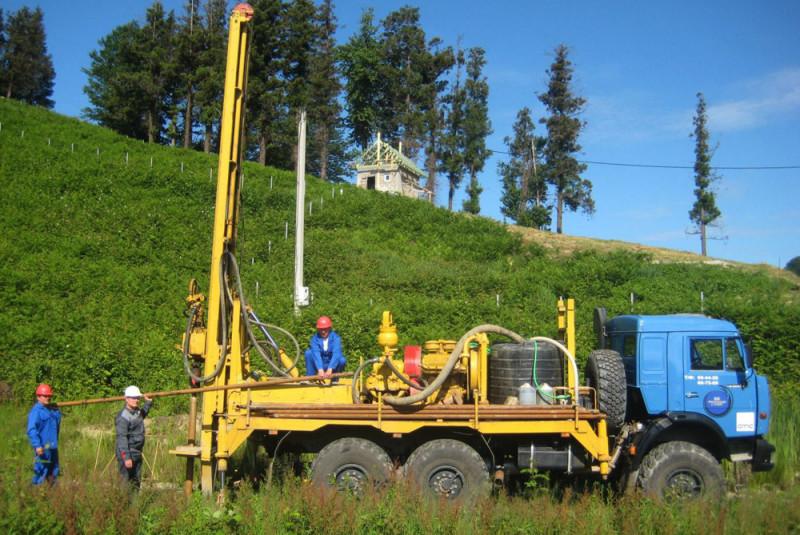 Для полноценных геологических изысканий требуется специальная техника, даже если речь идет о строительстве частного дома.